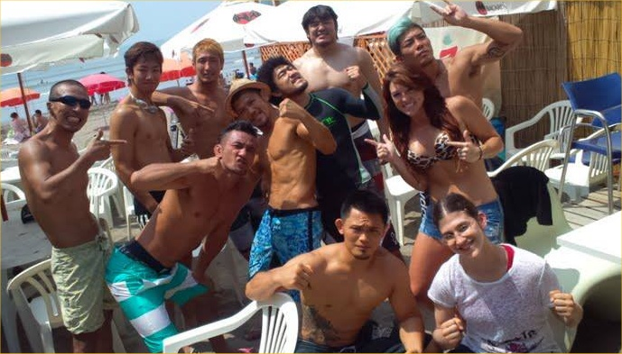 zushi beach group pic